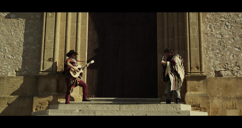 Testi ironici e musica folk: così è nata la colonna sonora di Colomba Legend